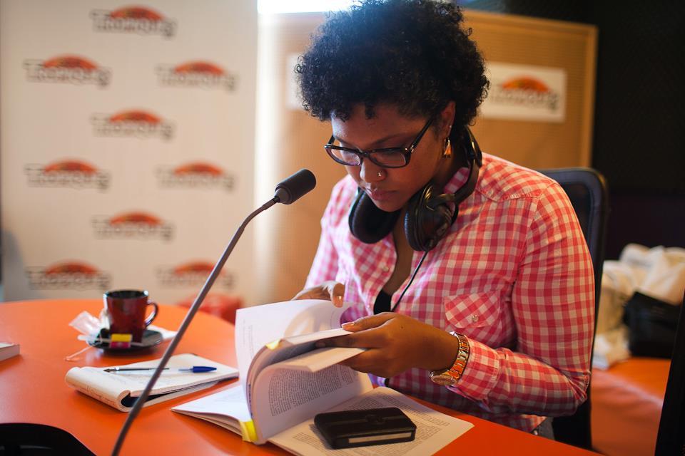 À Tropiques FM, interview par Jean-Jacques Seymour, pour la promotion de l'Abécédaire LKP co-écrit en 2012 avec Mylène Colmar. (Crédit photo : Philippe Barbosa)